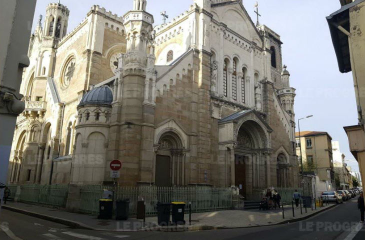 Saint-Etienne : A cause des migrants, les églises priées de fermer leurs portes en dehors des offices. Réaction des fidèles (Vidéo)