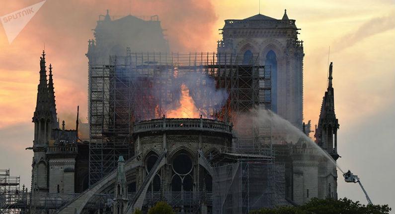 Incendie de Notre-Dame : un feu d'une telle violence impossible sans accélérateur selon les témoignages de pompiers, de charpentiers, d'ingénieurs… (Vidéo)