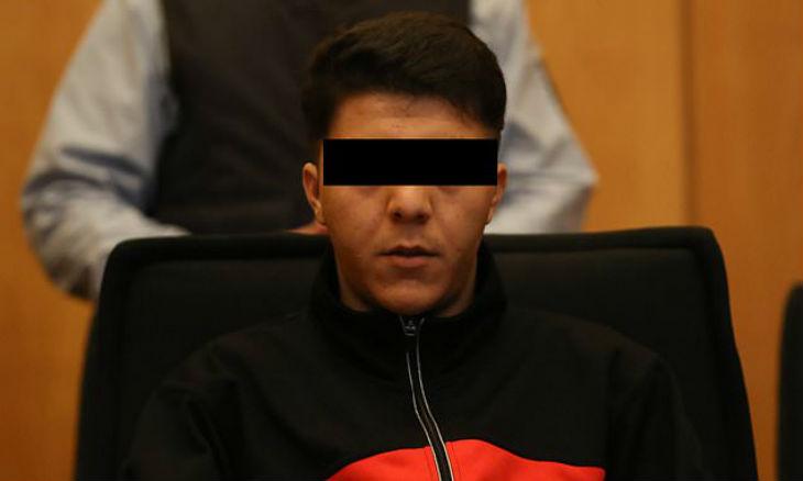 """Un Afghan poignarde 6 fois un travailleur humanitaire : la justice le déclare """"en légitime défense"""" parce qu'il est moins «gros» que sa victime"""