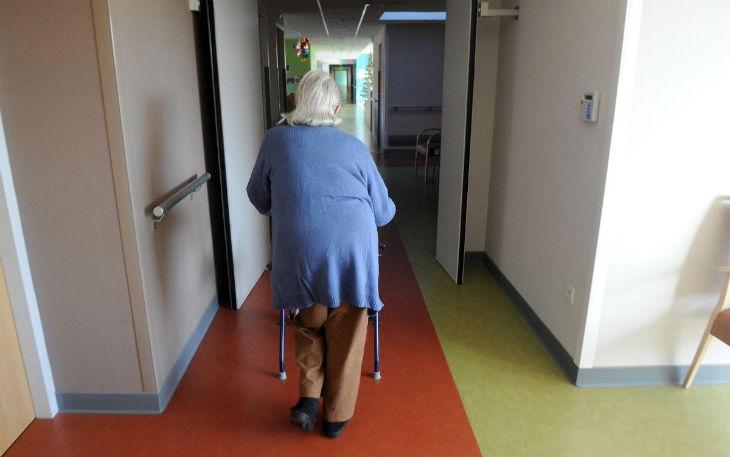 Pour faire des économies, les Belges sont prêts à arrêter de soigner les plus de 85 ans… mais continuent à accueillir des migrants !