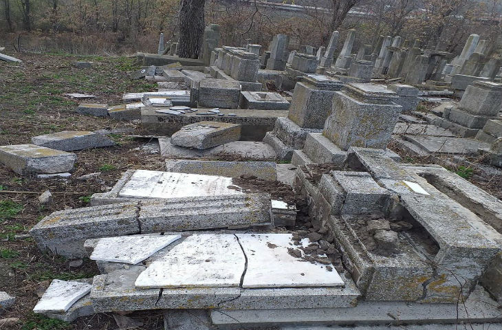 Roumanie: des dizaines de pierres tombales vandalisées dans un cimetière juif