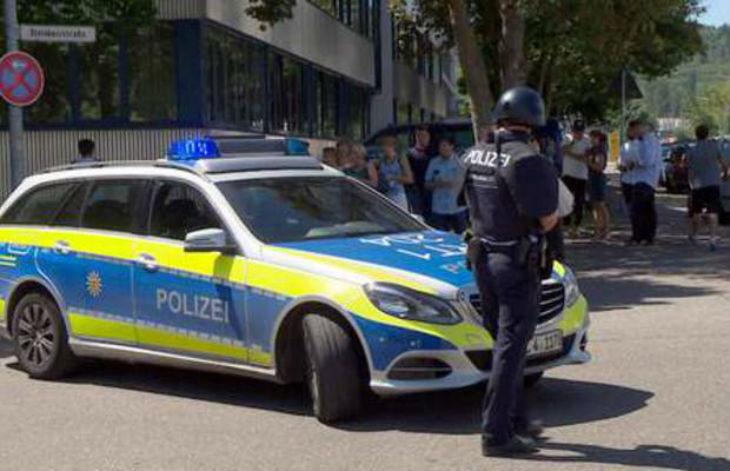 Bocholt, Allemagne : 200 à 300 individus, principalement des Libanais, encerclent et menacent des policiers