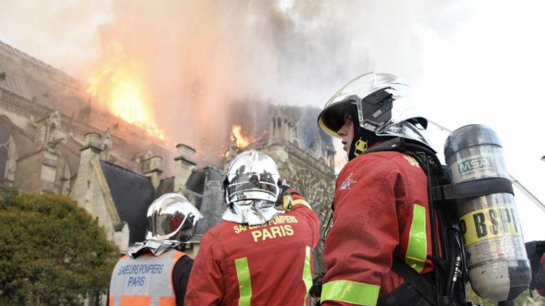 Incendie de Notre-Dame : la famille Pinault débloque 100 millions, LVMH et la famille Arnault 200 millions d'euros. Merci aux soldats du feu