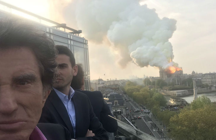 Notre-Dame en flammes: l'indécent selfie de Jack Lang depuis l'institut du monde arabe