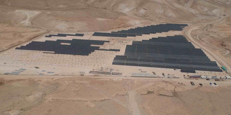 Les Palestiniens construisent la plus grande centrale solaire au «fond du monde» !