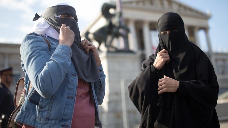 Les députés autrichiens interdisent le voile islamique en primaire, cette loi est «un signal contre l'islam politique», l'Allemagne y réfléchit