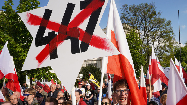 Shoah : des milliers de personnes manifestent à Varsovie contre la restitution des biens juifs