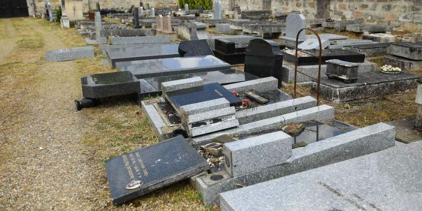 Trois étudiants saouls dégradent 13 tombes d'un cimetière juif à Bordeaux. L'un d'eux s'est retrouvé coincé sous une stèle