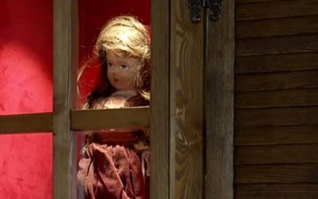 [Video] Une poupée exposée dans un musée Turc, présente des cheveux d'une fille juive tuée pendant la Shoah