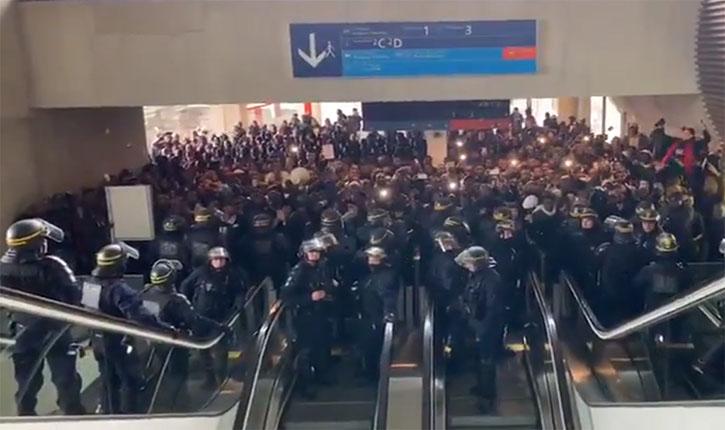 [Vidéo] Des centaines de sans-papiers envahissent le terminal 2 de l'aéroport Charles-de-Gaulle