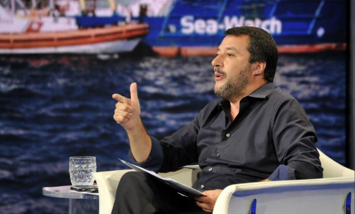 Immigration: à la télé italienne, Salvini ne dit pas non à la construction d'un mur anti-migrants