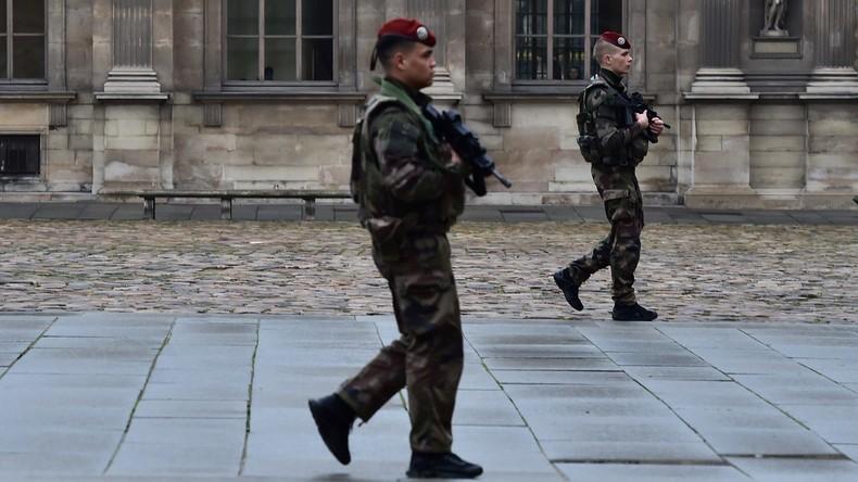 Lyon : Un musulman en djellaba menace une patrouille avec un couteau dans l'hôpital militaire de Lyon, un soldat ouvre le feu
