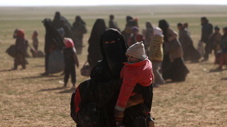 Un djihadiste et ses deux femmes et neuf enfants expulsés de Turquie mis en examen en France