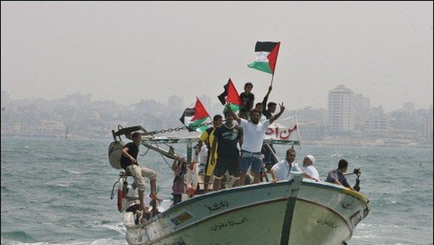 Gaza continue les tirs de roquettes et ballons incendiaires: Israel leur ferme des accès à la mer