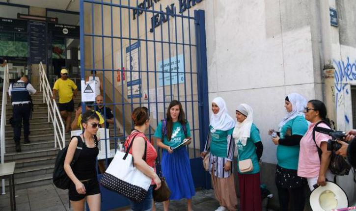 Grenoble: les militants du burkini se retrouvent à faire du prosélytisme devant la piscine municipale