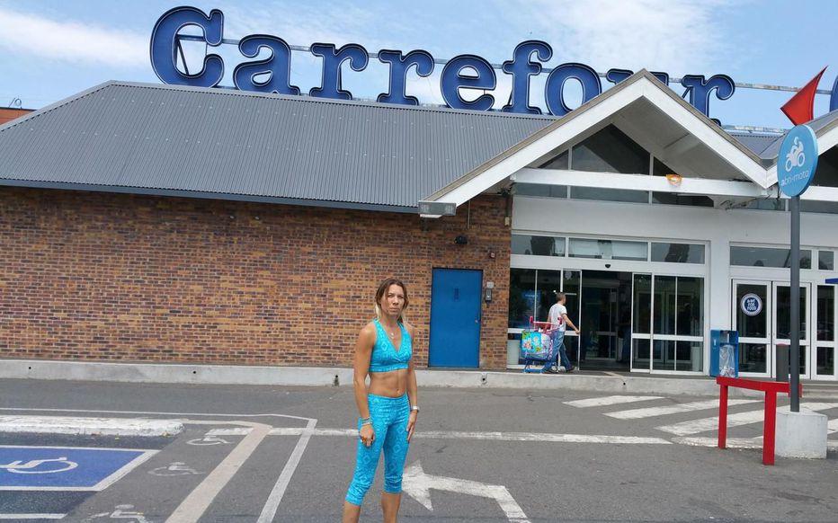 Charia : A Étampes elle fait ses courses en brassière de sport, une employée musulmane lui demande de se couvrir