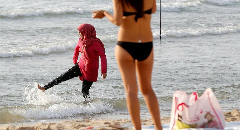 Sondage Ifop : 73% des Français favorables à l'interdiction du burkini dans les piscines publiques