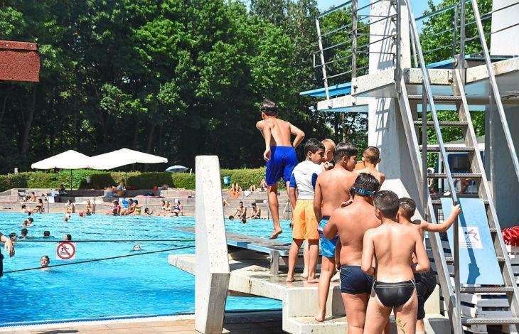 Allemagne : 50 jeunes Nord-Africains « venus de France » prennent d'assaut une piscine publique et y sèment la pagaille