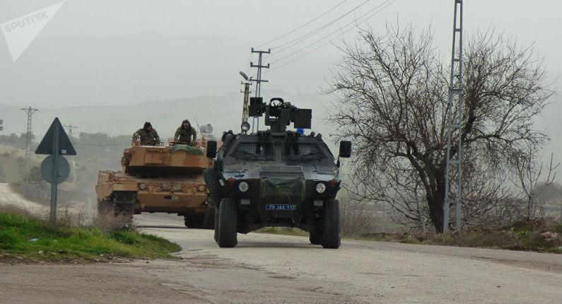 La Syrie annonce que des blindés turcs ont violé la frontière et sont entrés dans la ville syrienne de Saraqeb