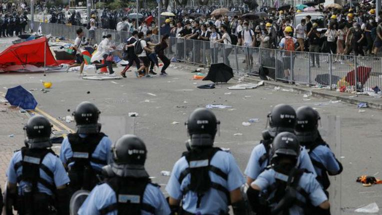 Des députés LREM donneurs de leçon à Hong Kong «Eviter tout recours à la violence», cécité sur la répression en France