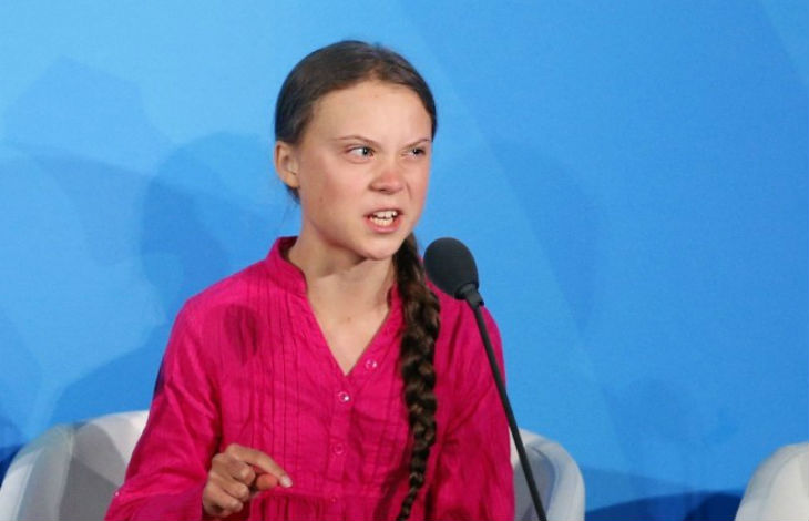[Vidéo] La fanatique suédoise et autiste Greta Thunberg déraille à l'ONU et attaque la France en justice