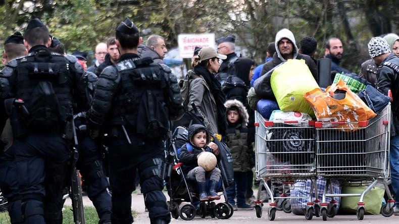 Evacuation d'un millier de migrants du camp de Grande-Synthe en cours