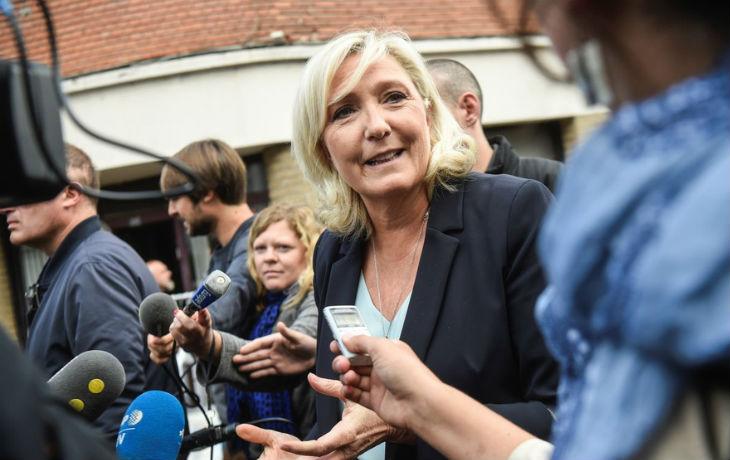 «Le voile n'est pas un bout de tissu anodin. C'est un marqueur de la radicalité de l'islam» selon Marine Le Pen