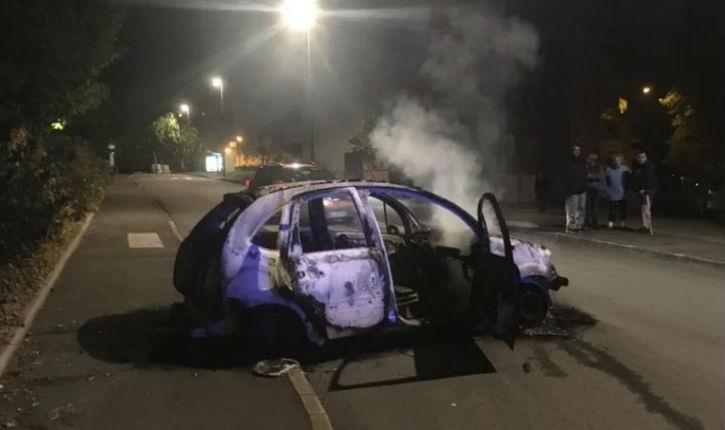 Quimper: voitures brûlées et forces de l'ordre caillassées après l'interpellation d'un individu sur un deux-roues sans casque