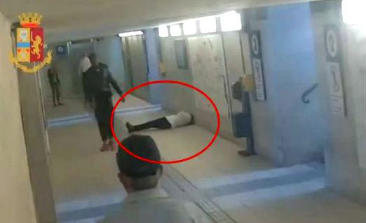Agression folle en Italie : Un migrant clandestin togolais frappe violemment sans motif des femmes dans la gare (Vidéo)