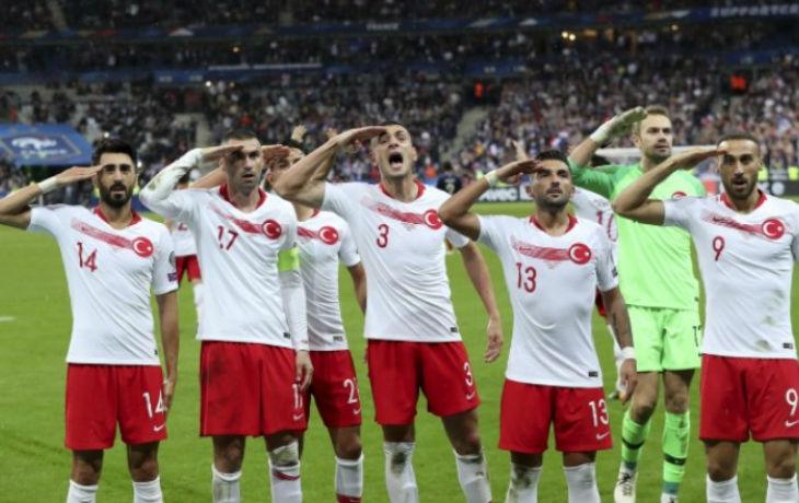 France-Turquie : les joueurs turcs ont refait le salut militaire