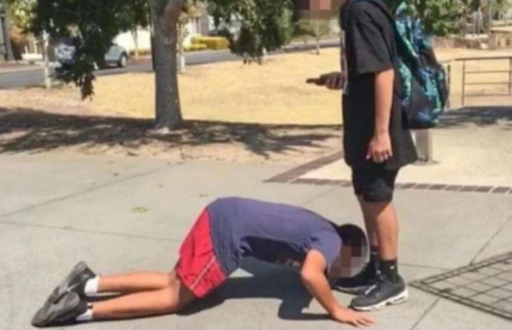 Antisémitisme à Melbourne : un élève juif de 12 ans traité de «cafard juif» et forcé d'embrasser les chaussures d'un musulman