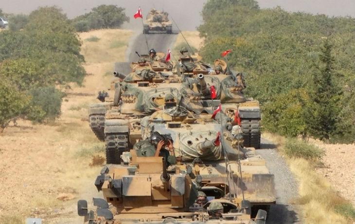 Des blindés turcs se massent devant la Syrie pour une offensive imminente contre les Kurdes (Vidéo)
