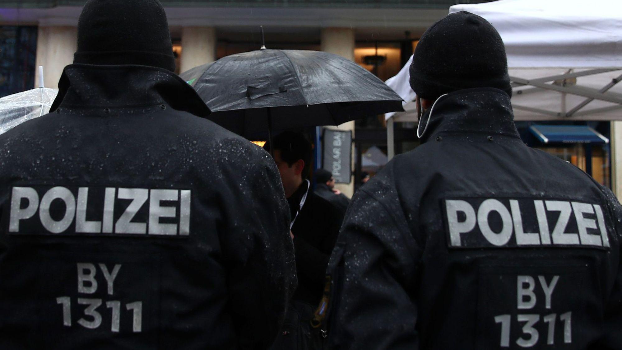 [Alerte attentat] au moins deux juifs assassinés à l'arme automatique dans une synagogue en Allemagne (Halle)
