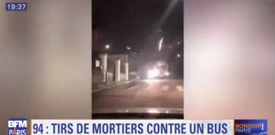 Deux bus et des policiers attaqués par des tirs de mortier et des jets de pierres dans le Val-de-Marne (Vidéo)