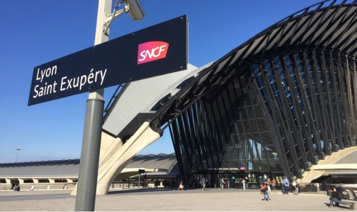 Aéroport Saint-Exupéry: les bagagistes boycottent la distribution des bagages du vol en provenance d'Israël