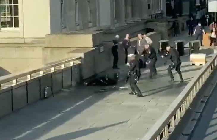 Coups de feu au centre de Londres : un homme avec un couteau neutralisé (Vidéo)