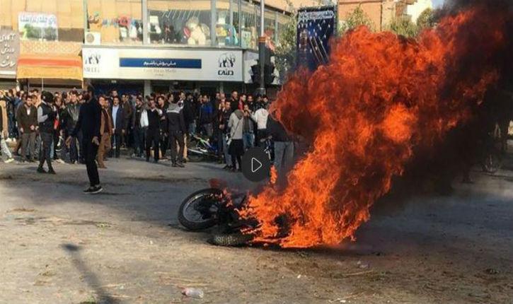 Chaos en Iran: deux morts et des dizaines d'arrestations lors de violentes manifestations