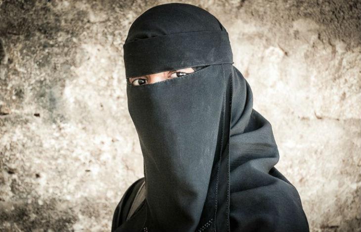 Une islamiste arrêtée avec une clé USB contenant les identités de 2626 espions français !
