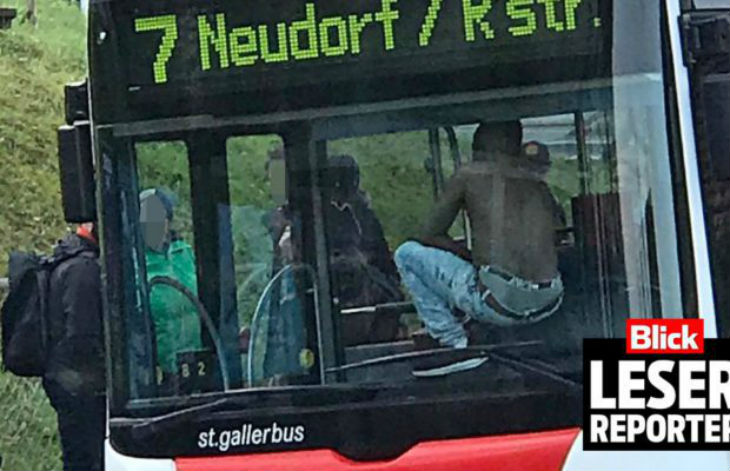 Saint-Gall : un migrant somalien agresse la conductrice d'un bus et tente de voler le véhicule rempli de passagers