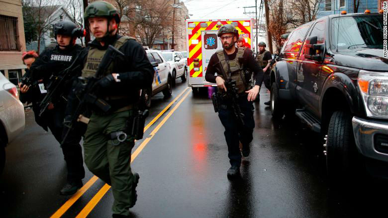 Attaque antisémite à Jersey City: la fusillade, qui a fait six morts, motivée par la haine de la police et des juifs, un suspect lié à un mouvement noir haineux antisémite