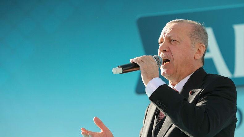 Erdogan devant l'Organisation de la coopération islamique : « Les politiques insidieuses d'assimilation occidentales sont hostiles aux musulmans – Nous devons protéger nos familles des menaces de l'Occident » (Vidéo)