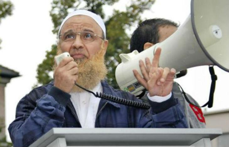Un imam radical sous enquête pour fraude à l'aide sociale. Il avait déjà été accusé de discours haineux envers les juifs et les chrétiens