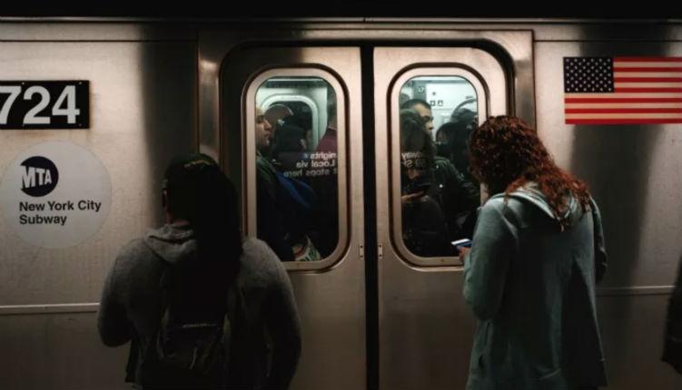 Antisémitisme : Une Israélienne et un homme juif violemment attaqués au cri de «Allah Akbar. Il faut tuer plus de Juifs !»» dans le métro de New York (Vidéo)