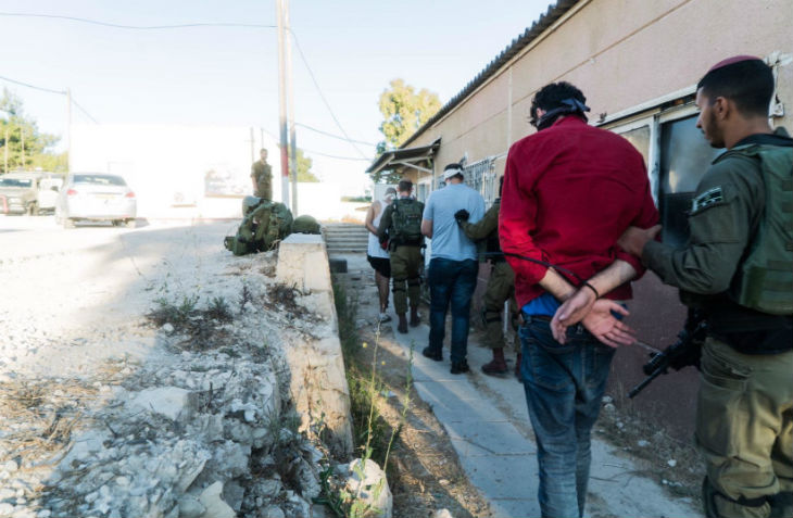 Judée Samarie: Le Shin Bet arrête 50 terroristes du FPLP qui planifiaient des attaques terroristes