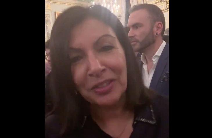 Anne Hidalgo : «On fait tout pour que les Parisiens n'aient plus de voiture…» mais elle ne se déplace qu'en voiture (Vidéo)