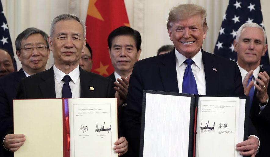 Donald Trump renégocie et signe un nouvel accord économique USA-Chine jusqu'alors défavorable aux entreprises américaines