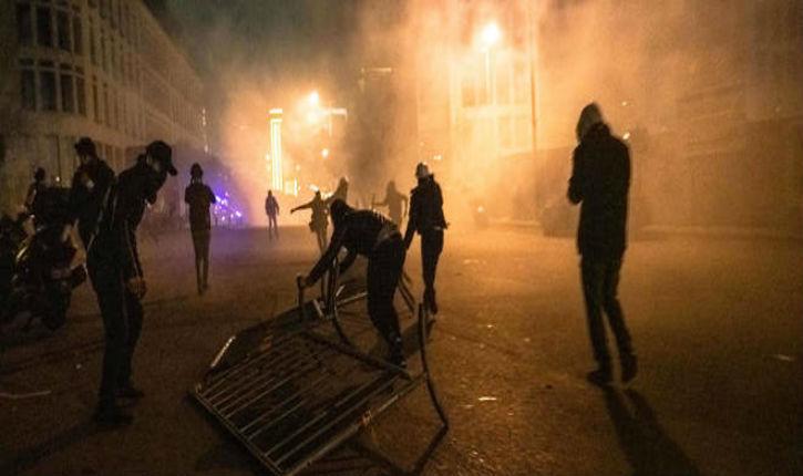 Beyrouth: des centaines de manifestants protestent contre le pouvoir jugé corrompu et incompétent, environ 400 blessés dans les heurts