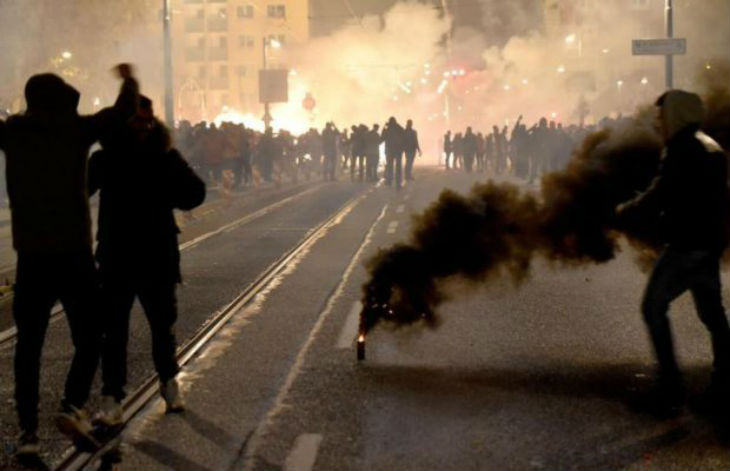 Nouvel An à Francfort : Des femmes agressées sexuellement, pompiers et policiers attaqués au mortier, 3 videurs poignardés