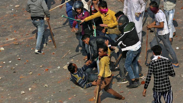 Inde : New Delhi en proie à de violents conflits intercommunautaires entre Hindous et Musulmans. 20 morts en 3 jours (Vidéo)