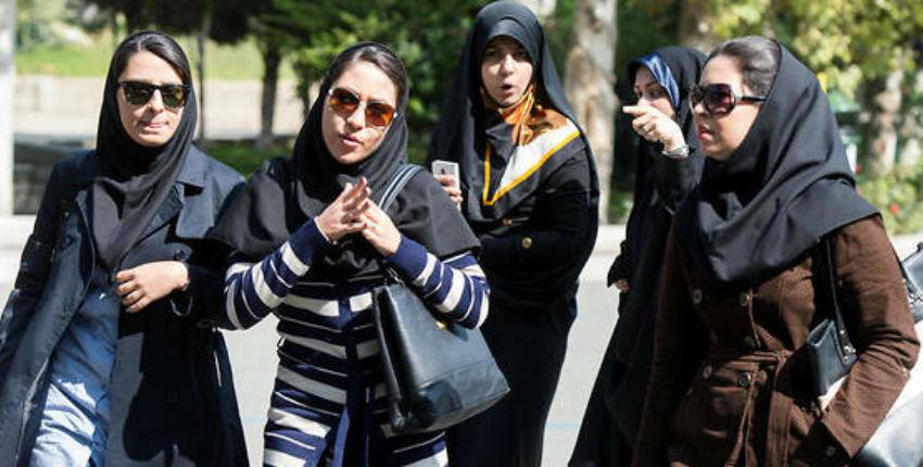 Iran : une trentaine de femmes arrêtées après avoir ôté leur voile